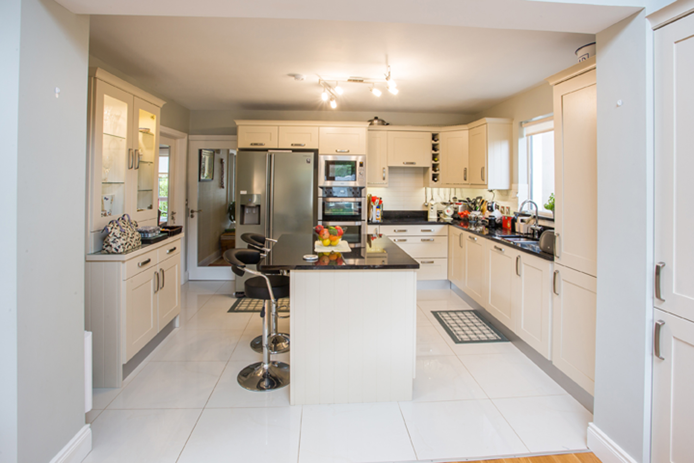 interior-kitchen-contemporary-house-bray.jpg