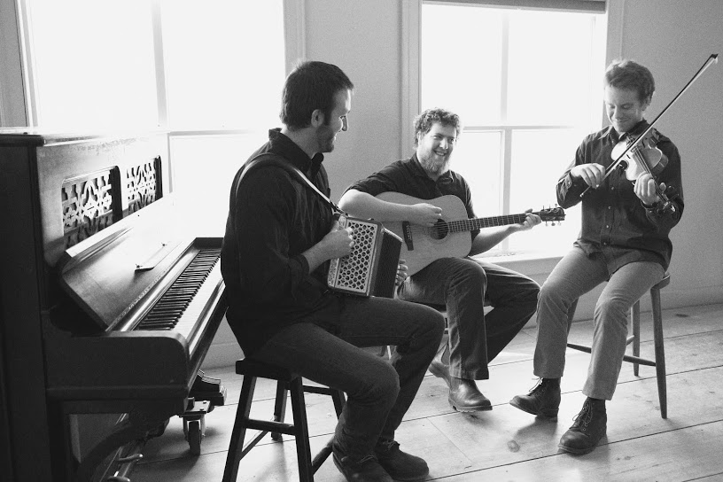 The Press Gang – Authentic instrumental dance music of Ireland highlighting fiddle & accordion