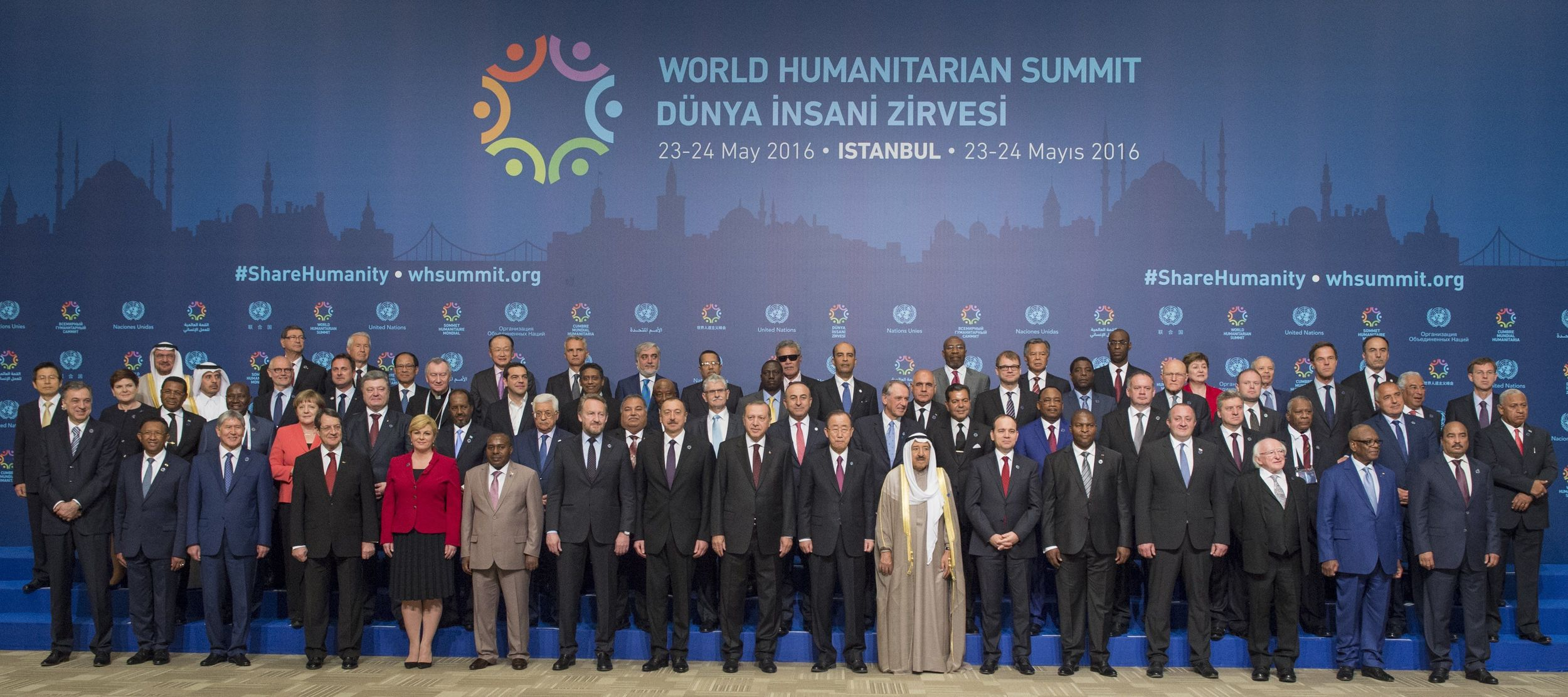 World leaders posing for a photo at the first-ever World Humanitarian Summit. Credit:  Talk Media News