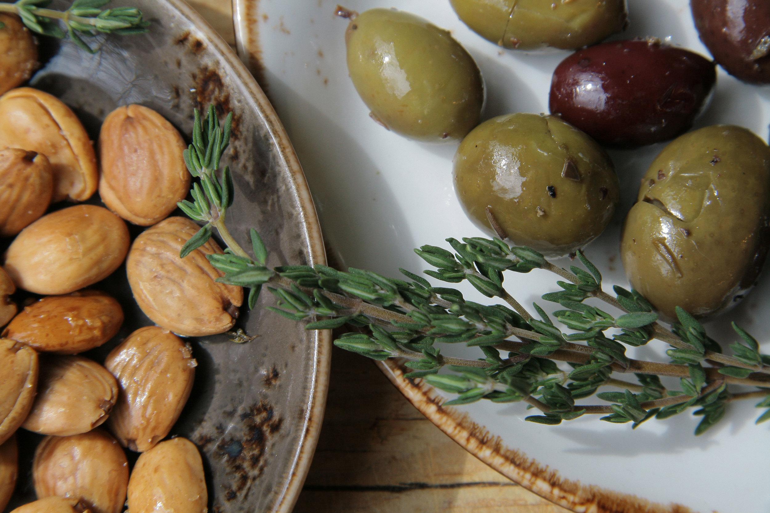 OlivesNuts_4206.jpg
