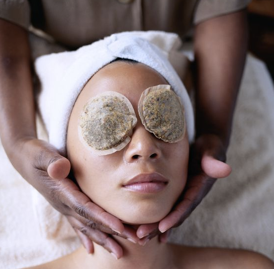 Mini Facial    20 min / $ 35   Every good makeup artist know that good makeup starts with great skincare. Enjoy an exfoliating, hydrating, or brightening mini facial before your makeup application to experience the maximum potential of healthy glowing skin. Not only will your pores thank you but your makeup will look the most beautiful.