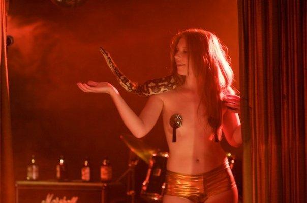 Angela La Muse, La Muse, Miss La Muse, Burlesque, Burlesque Dancer, La Muse Burlesque, Pin Up, Miami Burlesque, Retro Hair, Pin Up Hair, Winnipeg Burlesque, Snake Dancer, Far Point Films