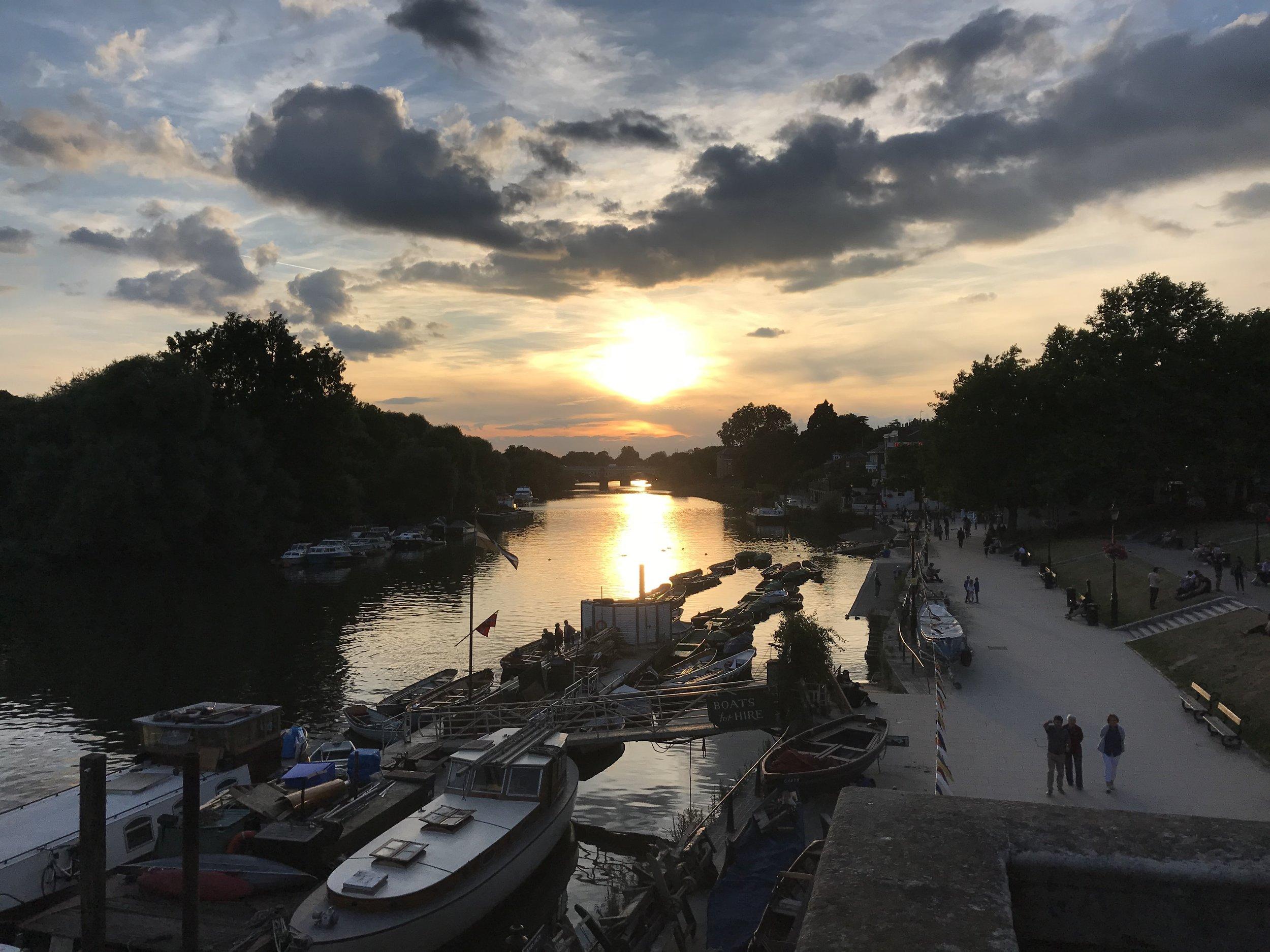 Thames river walk - Richmond, London