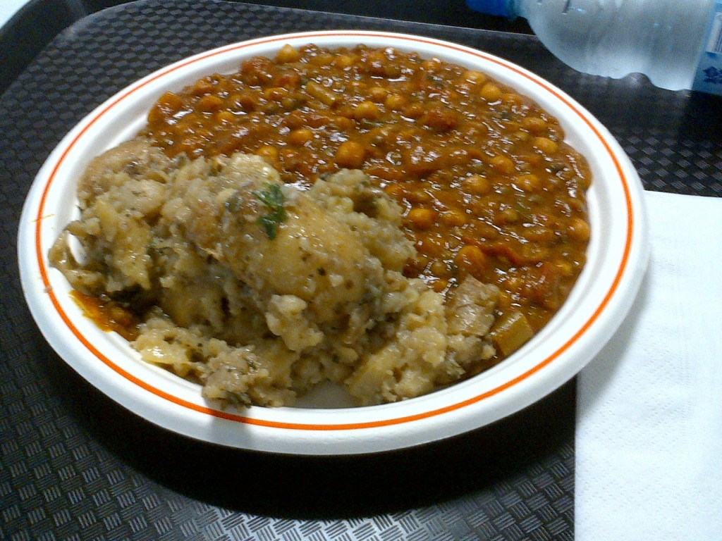 Or a taste of a quite good press center meal? This is pumpkin curry with lentils and apples, and a side order of crushed potatoes.