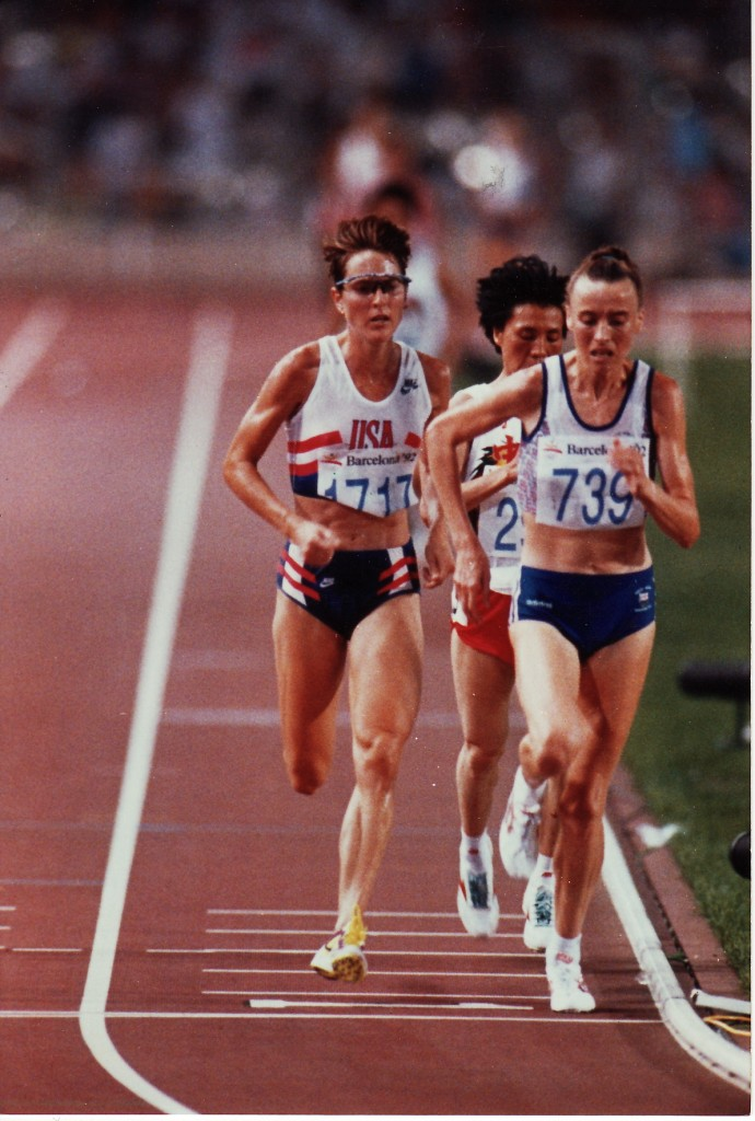 Lynn (left) in the final of the 10,000 meters at the 1992 Barcelona Olympics.