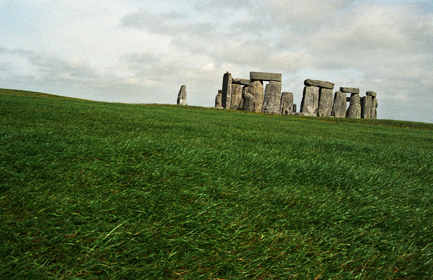 England_UK_Stonehenge.jpg