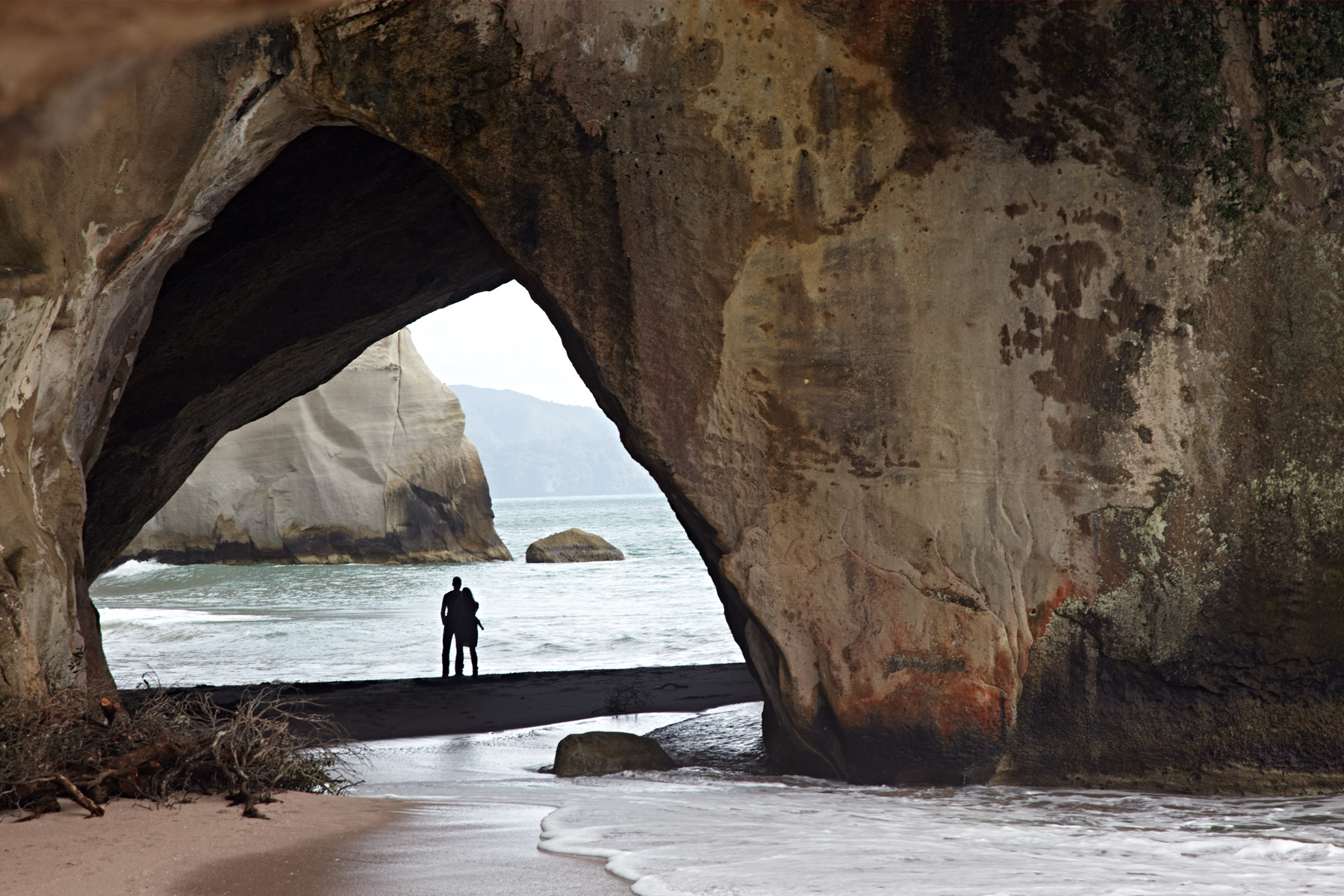 New_Zealand_North_Island_Cathedral_Cove_01.jpg