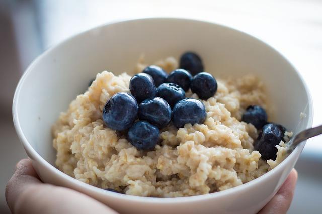 Healthy breakfast of porridge oats