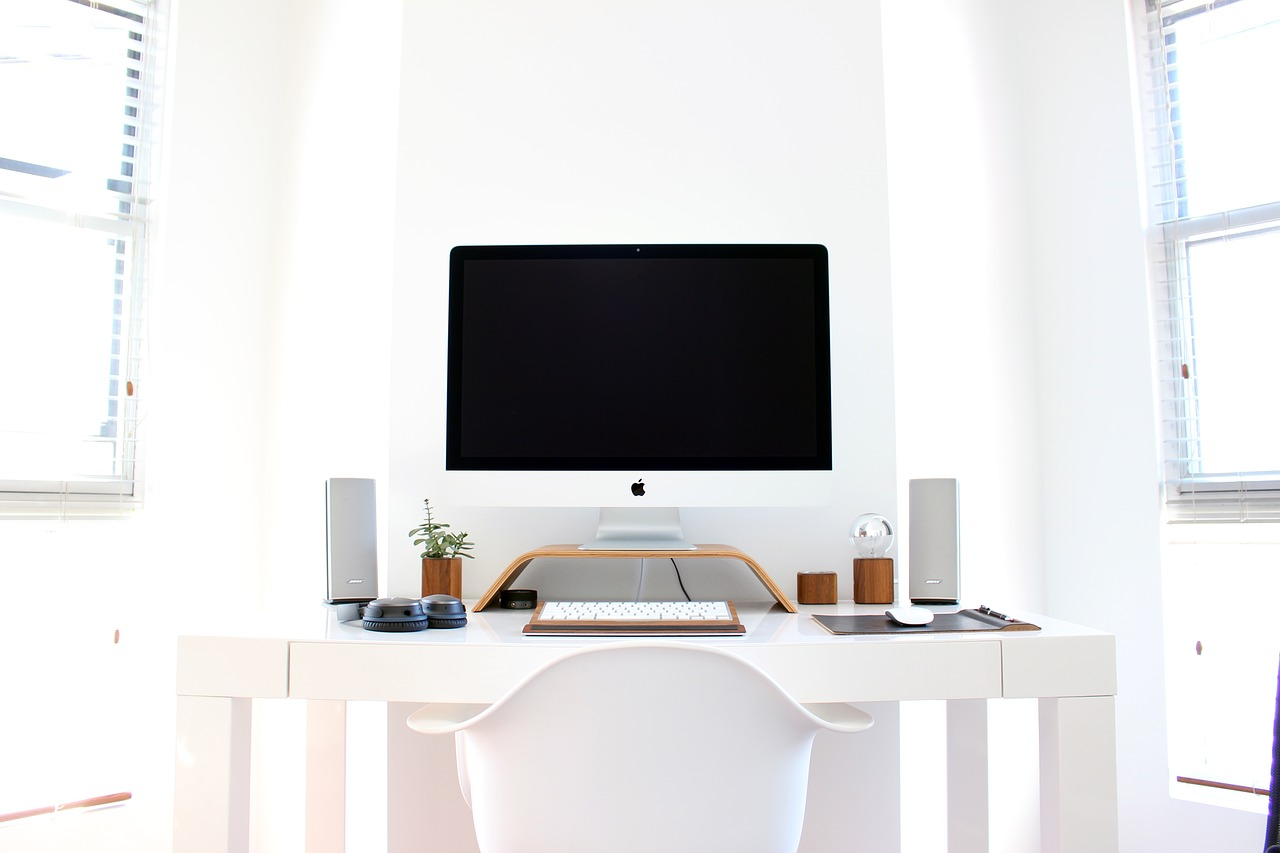 Correct ergonomic office desk and chair position