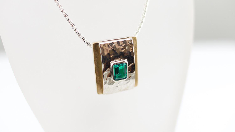 pendant-emerald.jpg