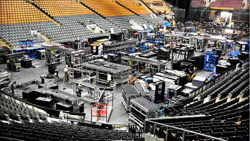 the-wall-tour-stage-build.jpg