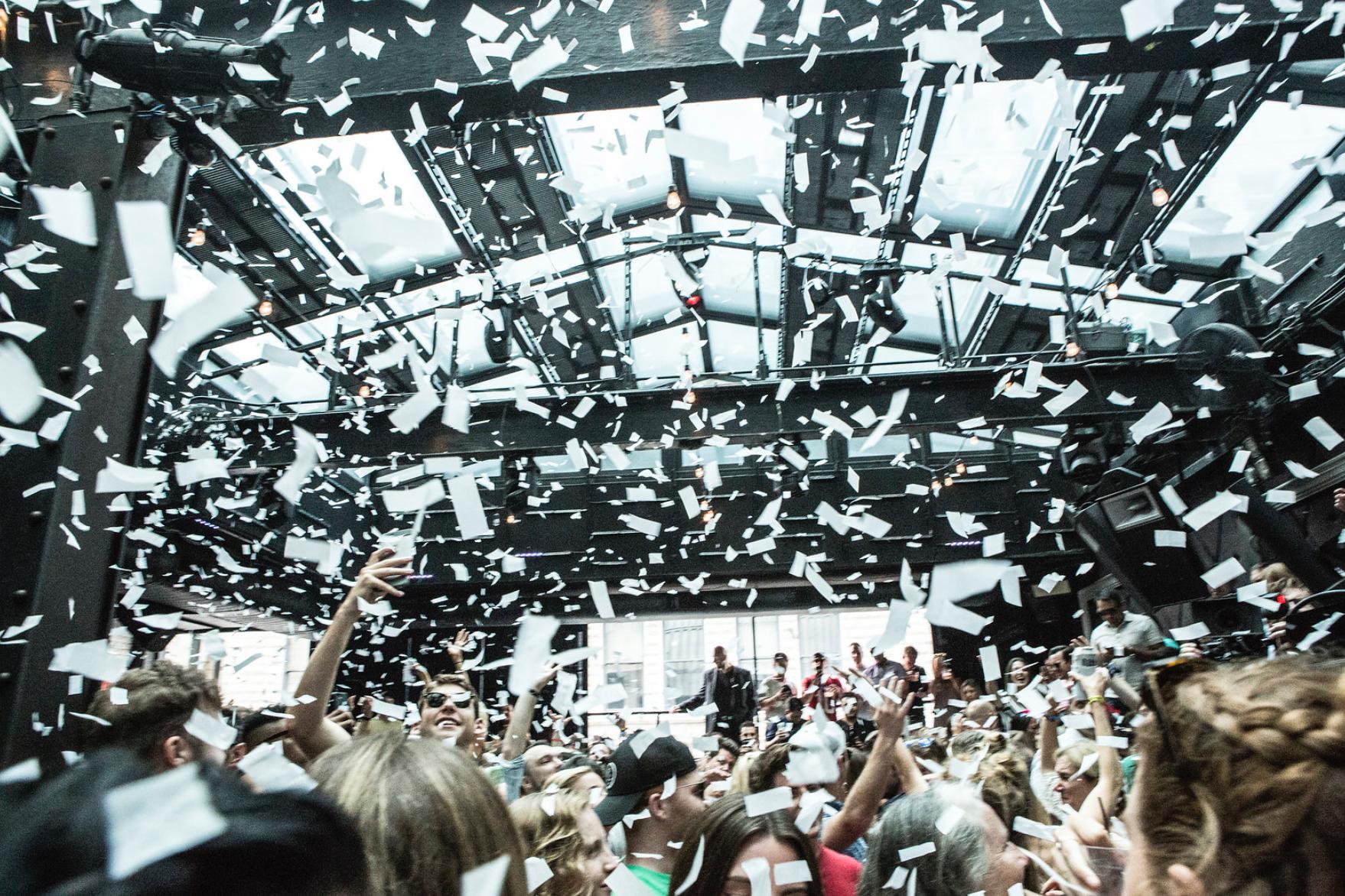 confetti-falling-at-DJ-event.jpg