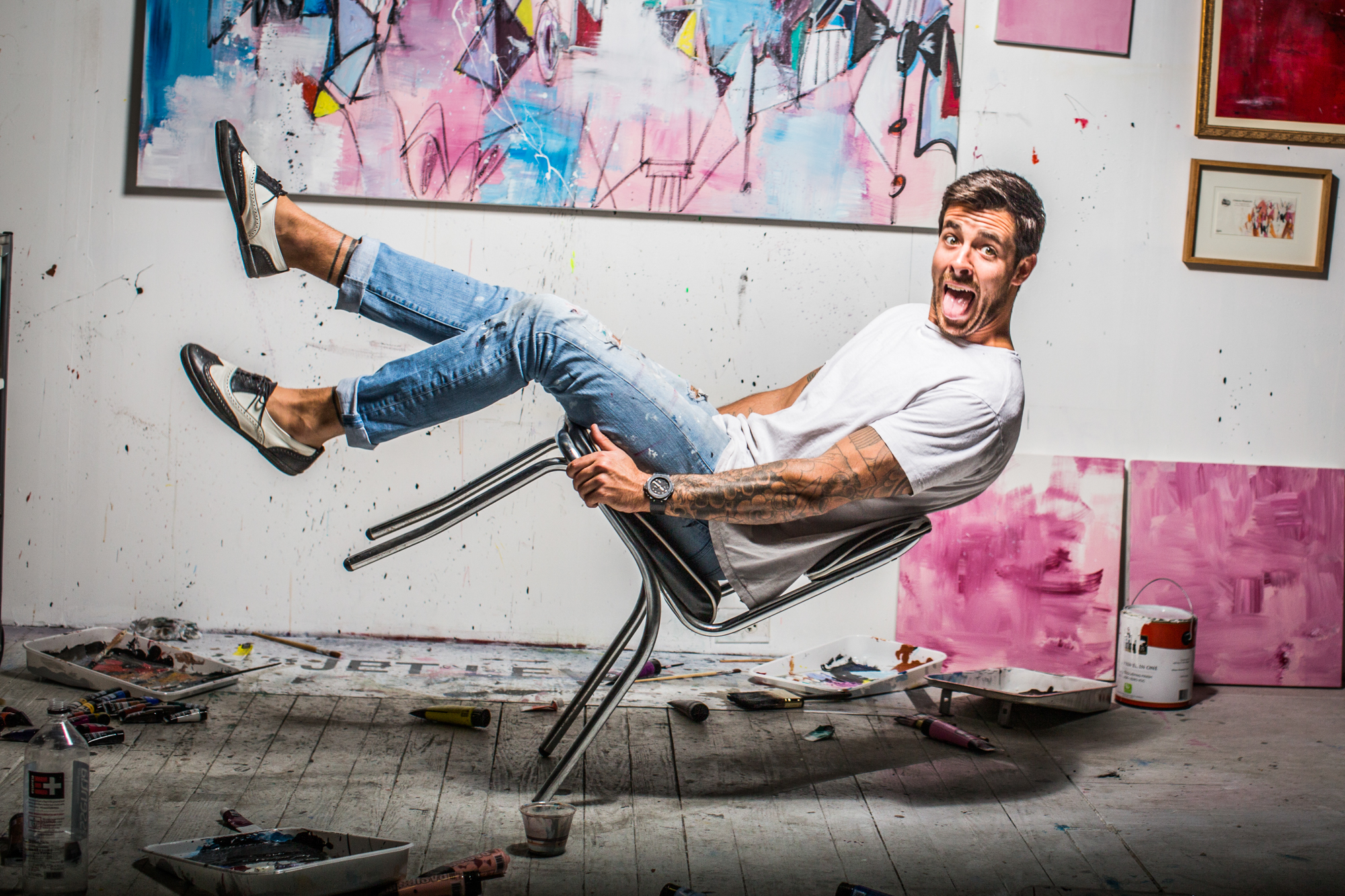 Artist Jet Levant falling down off of his chair.