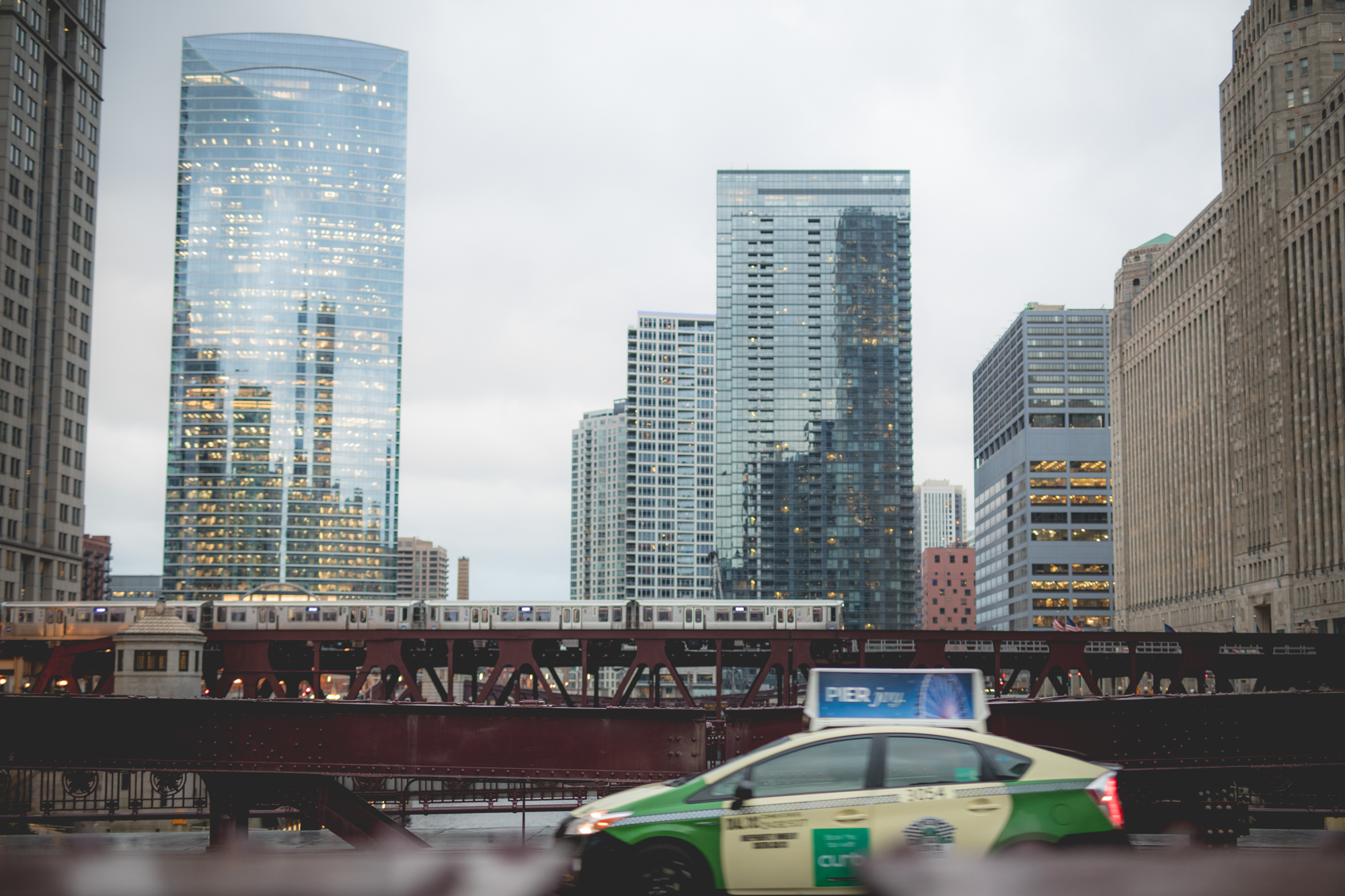 Chicago-river-and-traffic.jpg