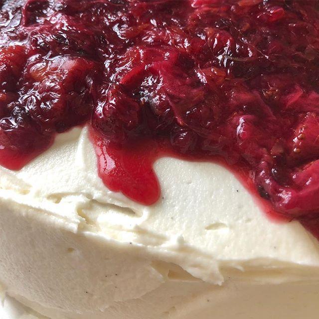 Strawberry blood orange vanilla bean cake order! 🍨🍓
