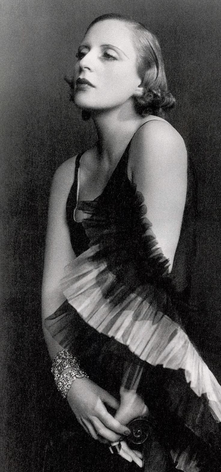 Dora Kallmus (Madame d'Ora).  Tamara de Lempicka , 1929