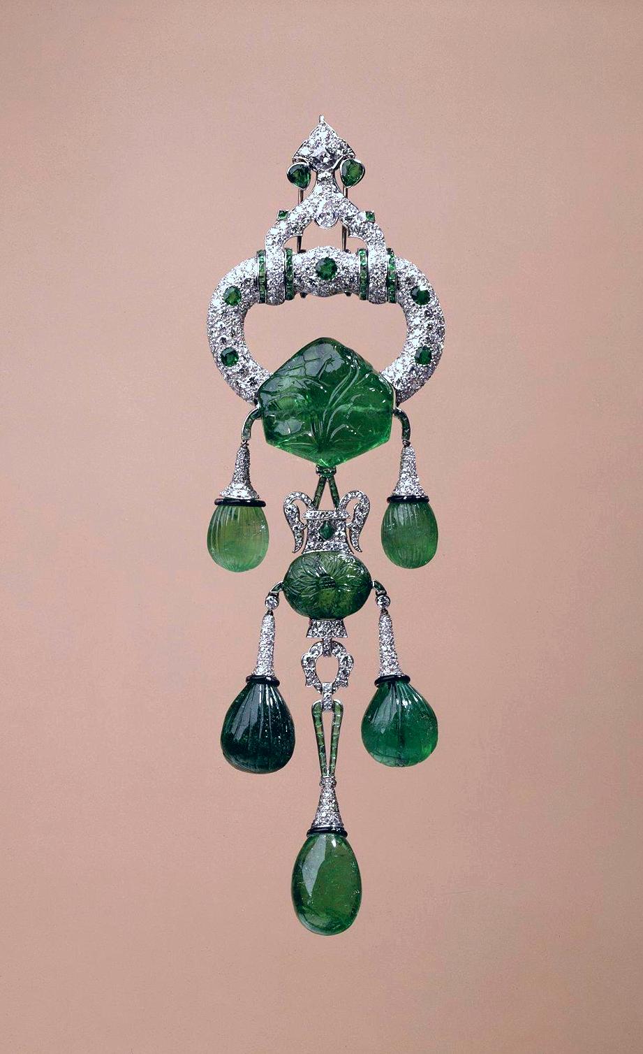 Cartier. Emerald and diamond pendant-brooch, 1928