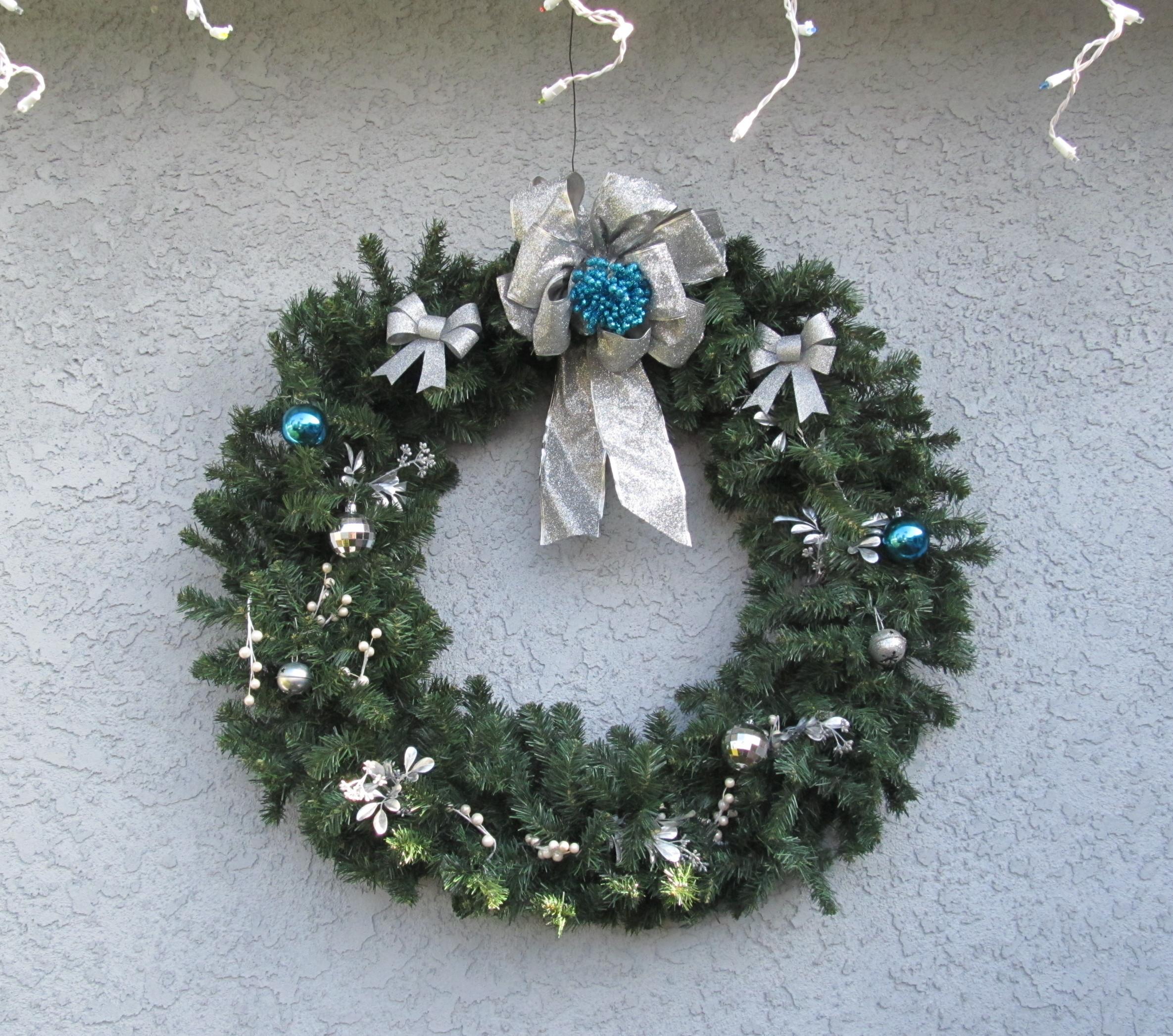 Outdoor Holiday Decorating Idea