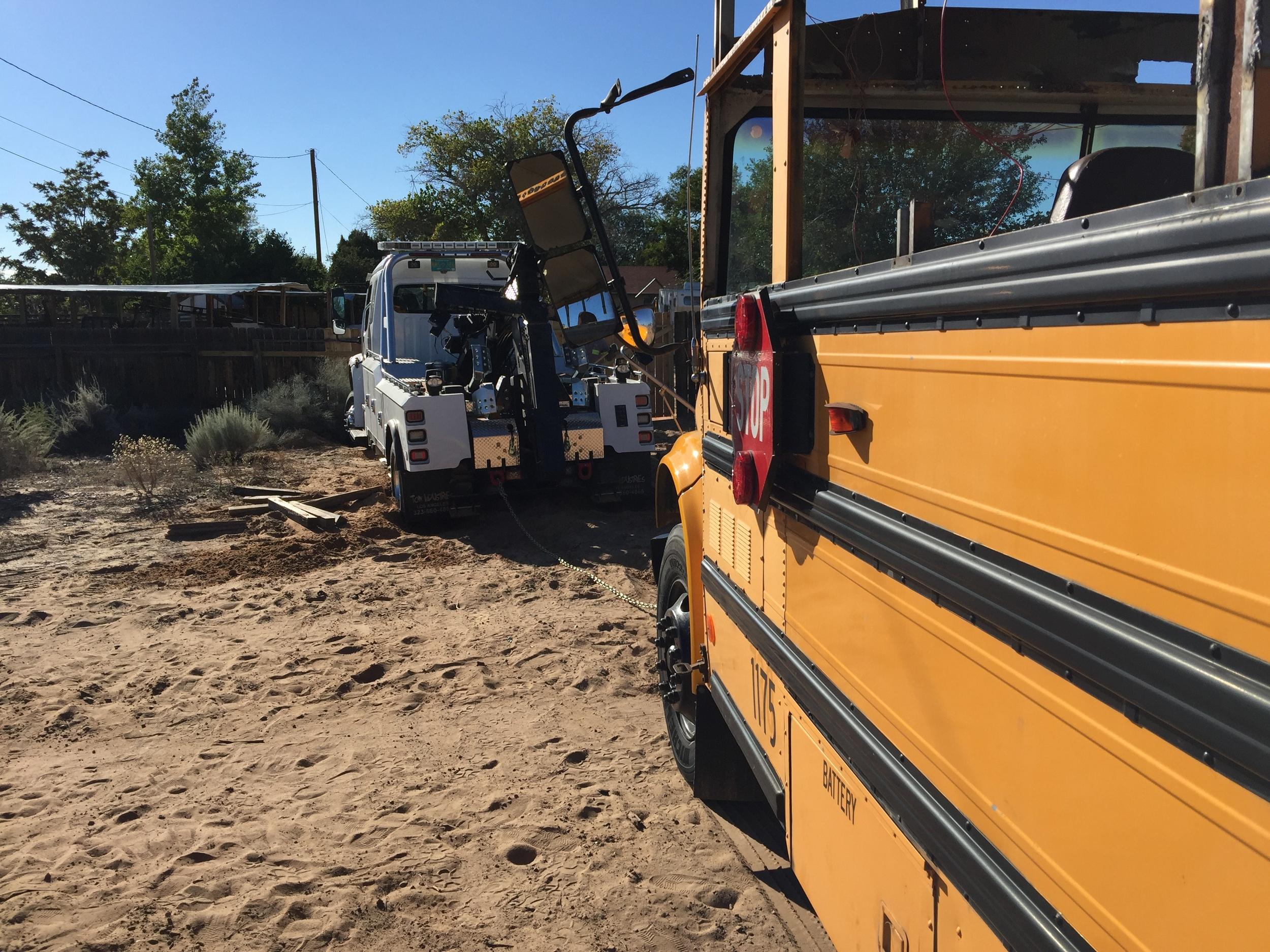 TOWTRUCK/SCHOOL BUS