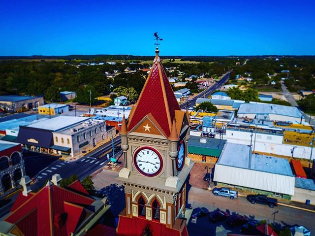 #cliftontx #skycraft #aerialphotography #dronephotography #djiglobal #djicreator #instatexas #igtexas #smalltown #courthouse