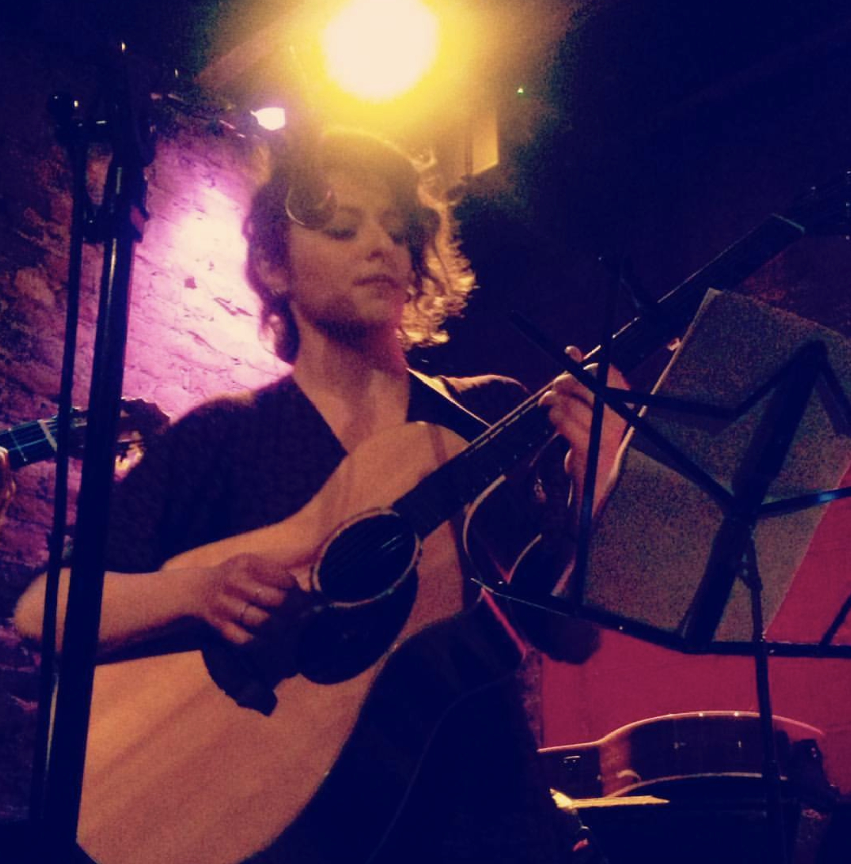 Melis Aker live at Rockwood Music Hall, Stage 1, New York
