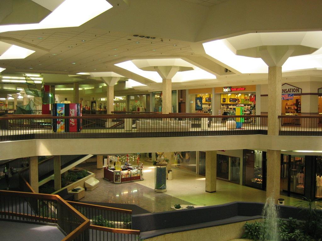 randall-park-mall-18jpg.JPG