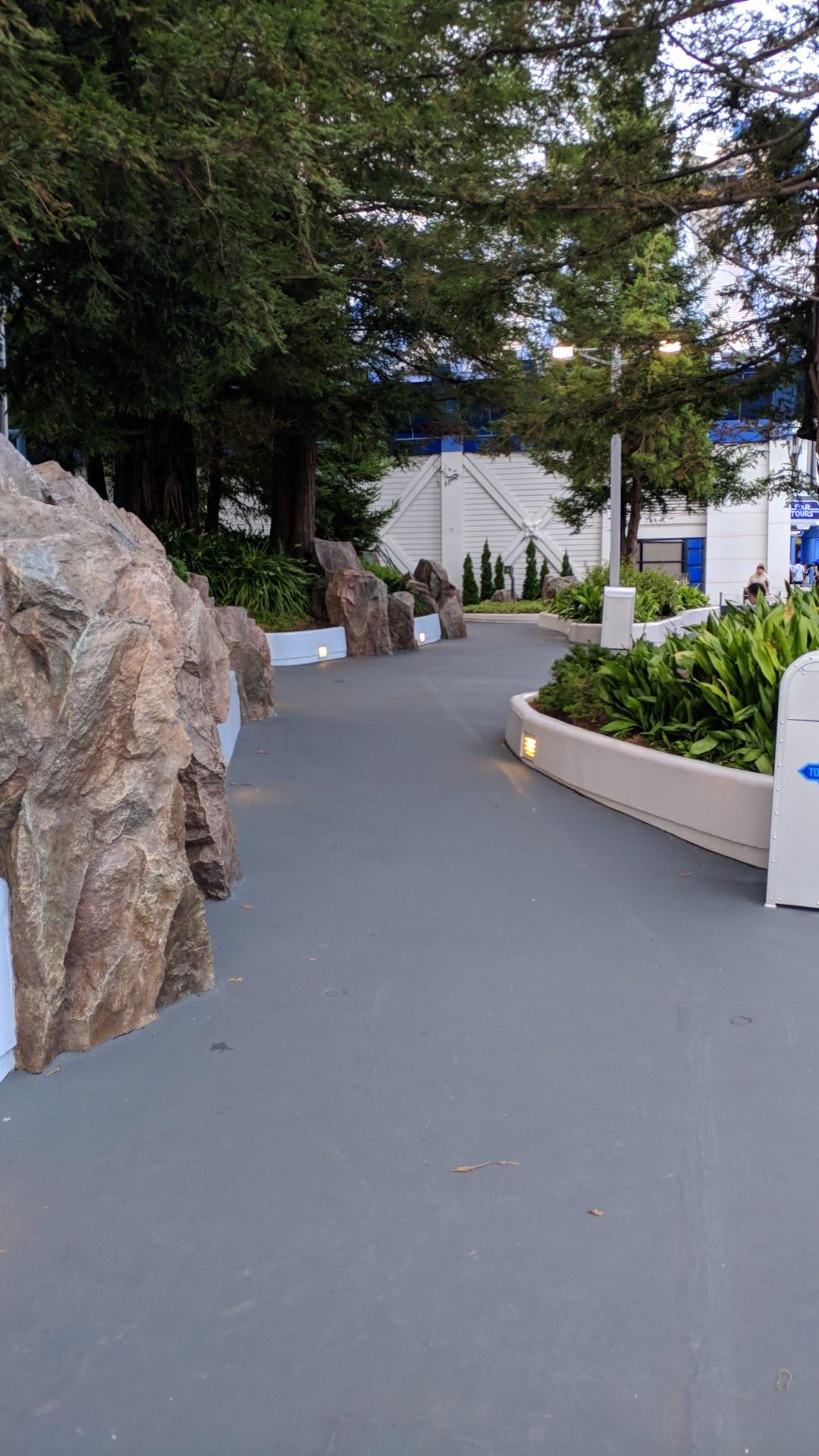 Showbase - Tokyo Disneyland