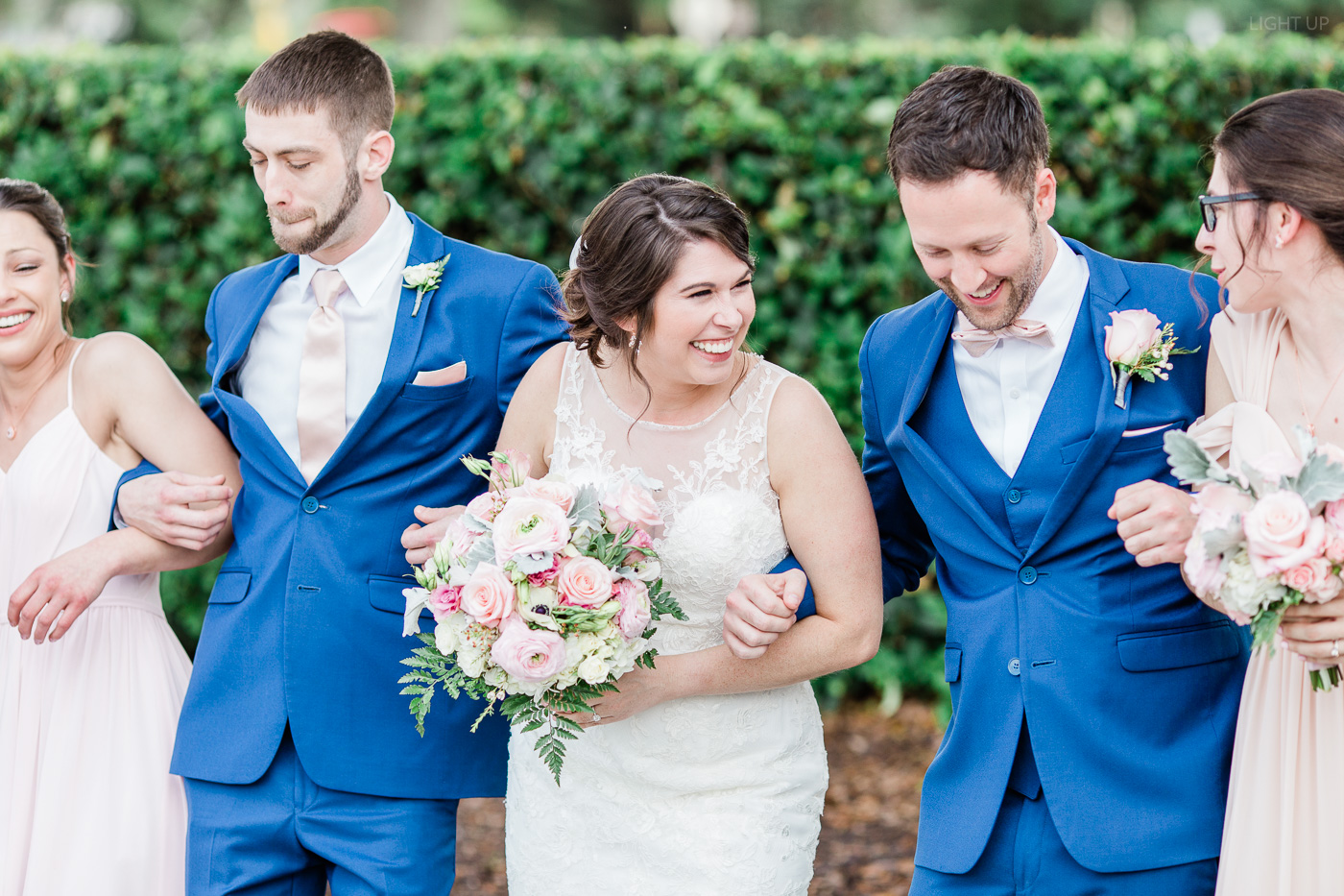 Fun-bridal-party-photos-2.jpg
