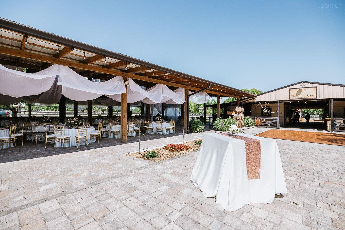 Lakeland-barn-wedding-at-white-horse-ranch-4.jpg