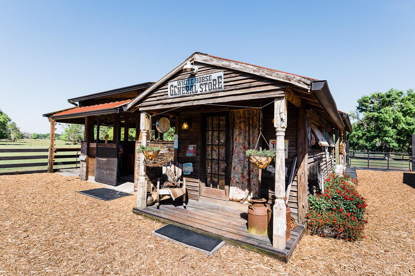 Lakeland-barn-wedding-at-white-horse-ranch-12.jpg