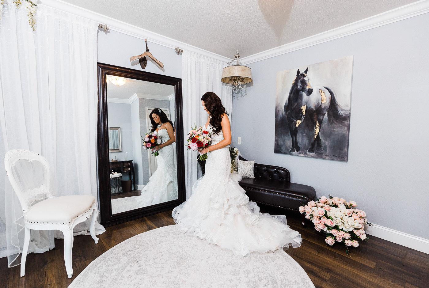 Lakeland-barn-wedding-at-white-horse-ranch-21.jpg