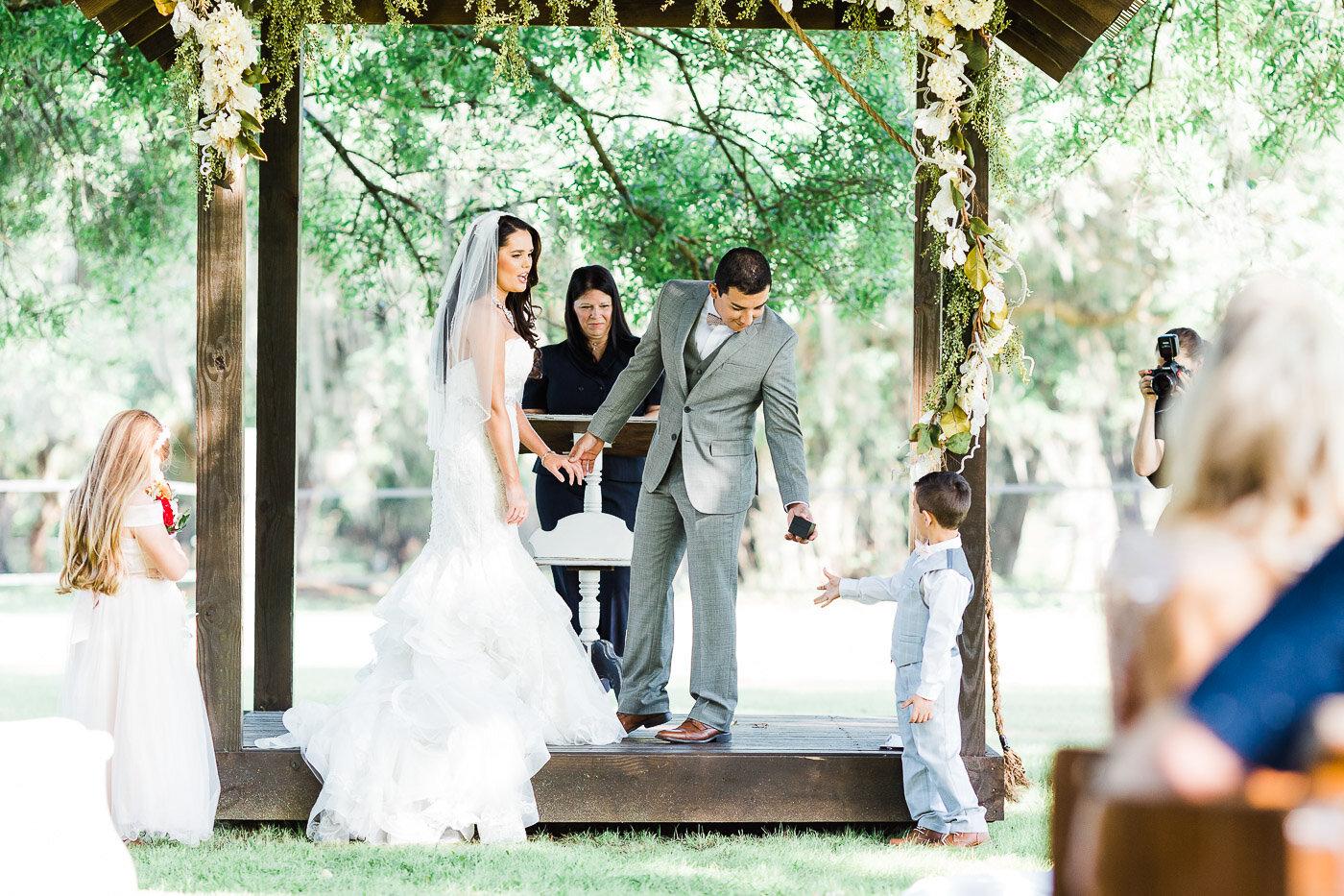 Lakeland-barn-wedding-at-white-horse-ranch-44.jpg