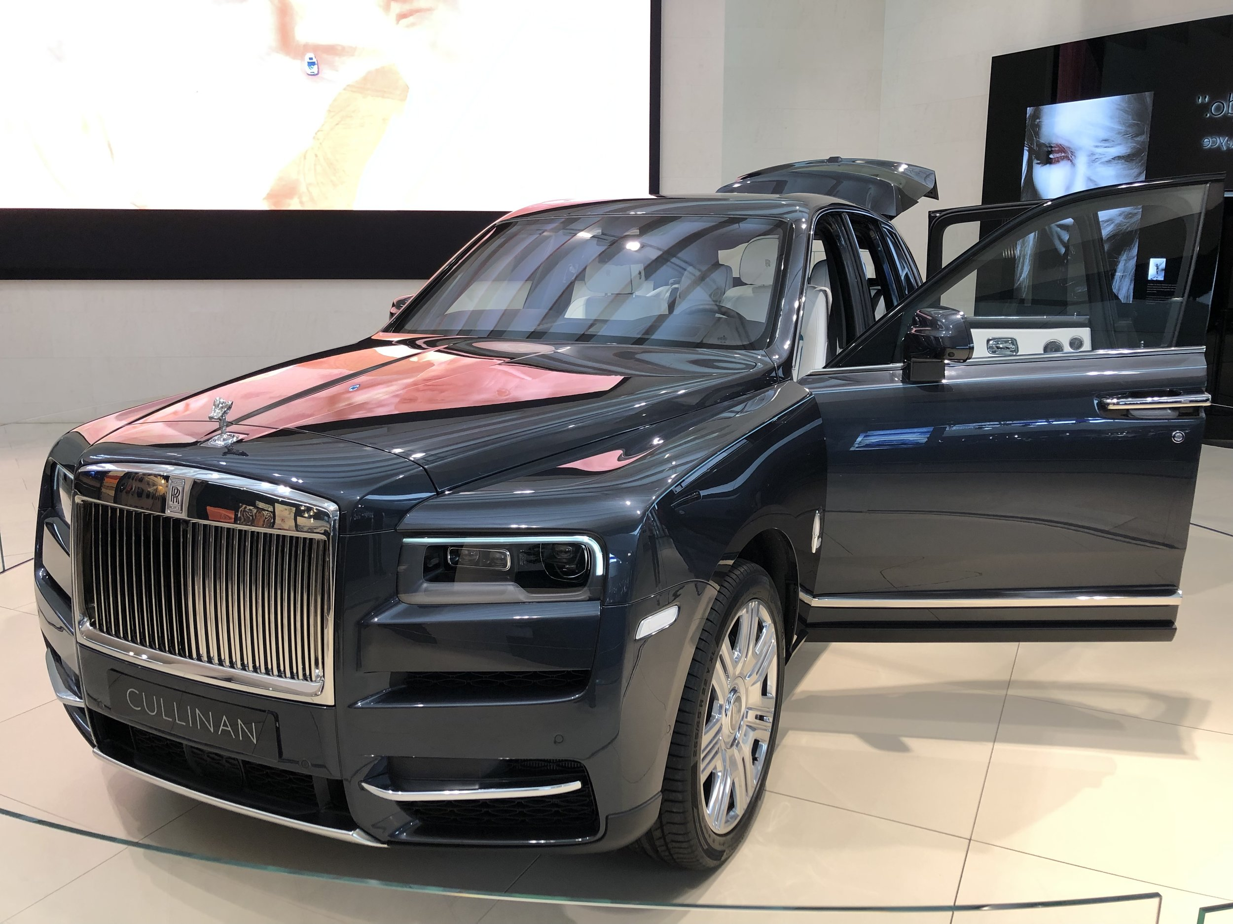 Rolls Royce Cullinan exterior