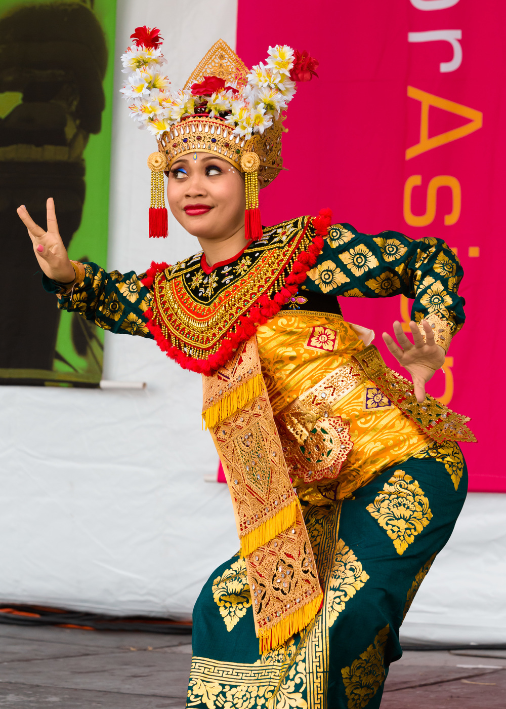 Nusantara+Indonesian+dance+troup.jpg