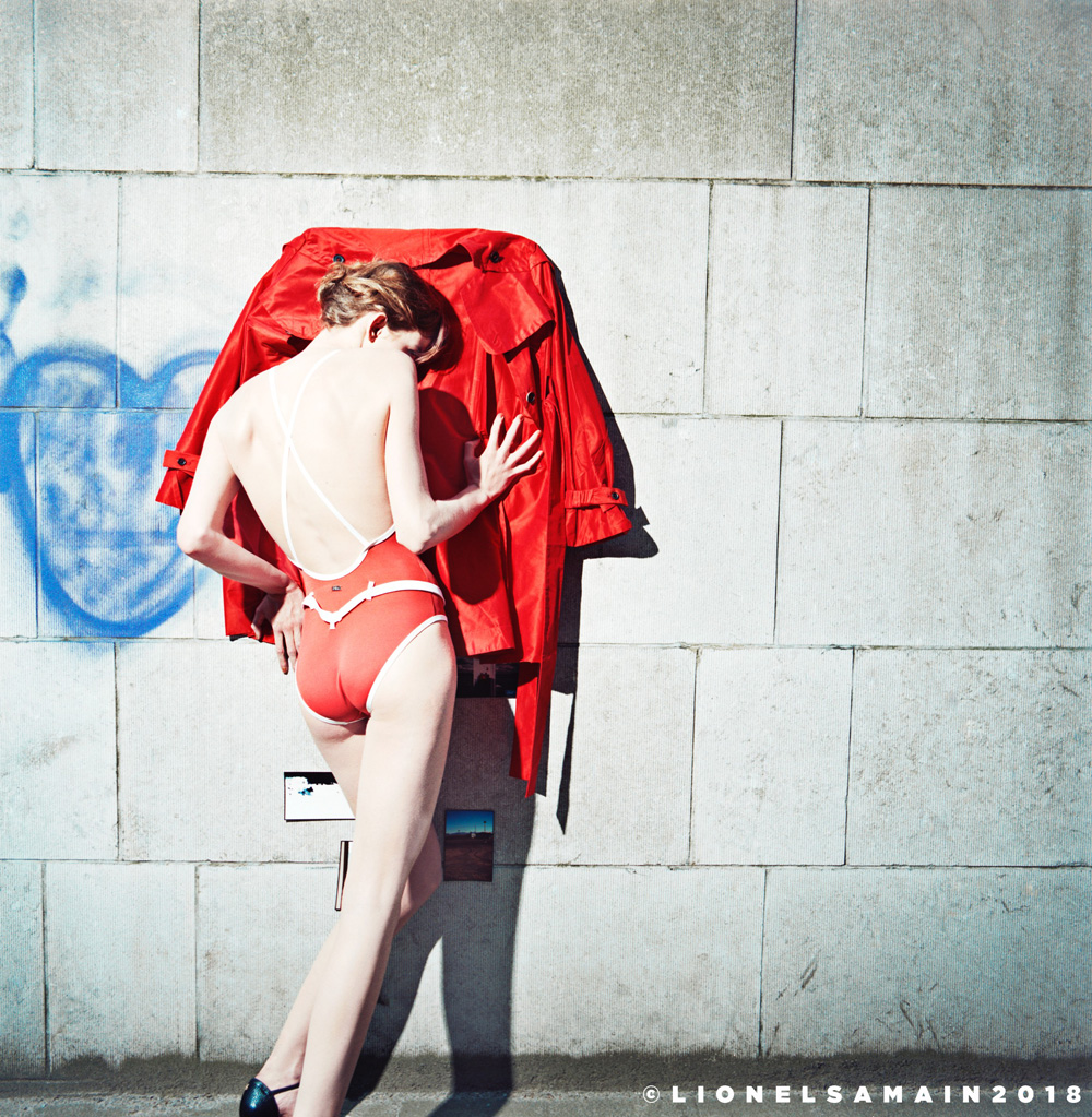 Model Eliza Sys was pressuring the wall while Mathieu De Mayer took over make-up & hair