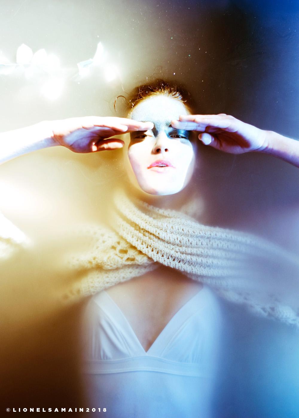 Model: Daphne Velghe. Styled by Sandrine Duprez, H&Mup: Steven Raes.