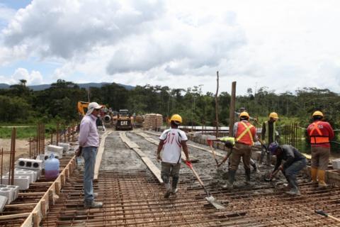 Fundición de losa, crédito: diariocentinela.com.ec