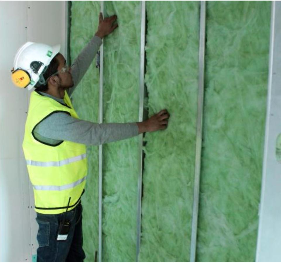 Colaborador PROAÑOlPROAÑO instalando drywall