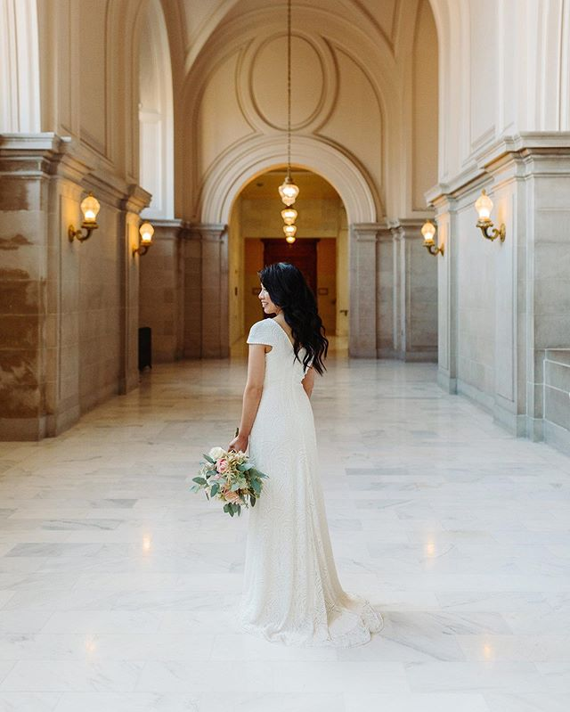 SF city hall, this dress, this beautiful couple. Everything is just so perfect 😍😍😍 📷: @cyeetheworld