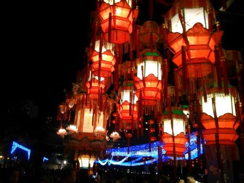 15/9 firar vi Mid-Autumn Festival enlig månkalender. Familjmiddag, månkakor och lyktor ingår.