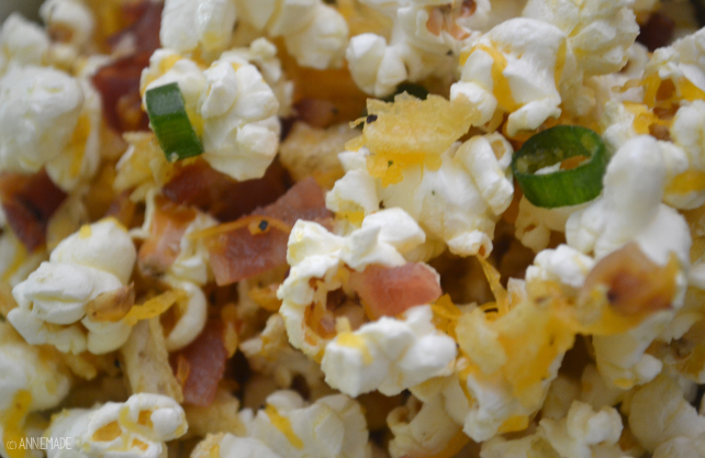 anniemade // Easy Loaded Baked Potato Popcorn Recipe