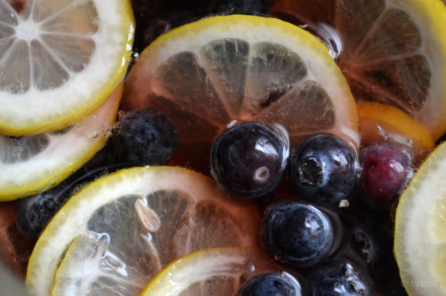 anniemade // Sparkling Blueberry Lemon Sangria - Easy Recipe for crowd-pleasing cocktail