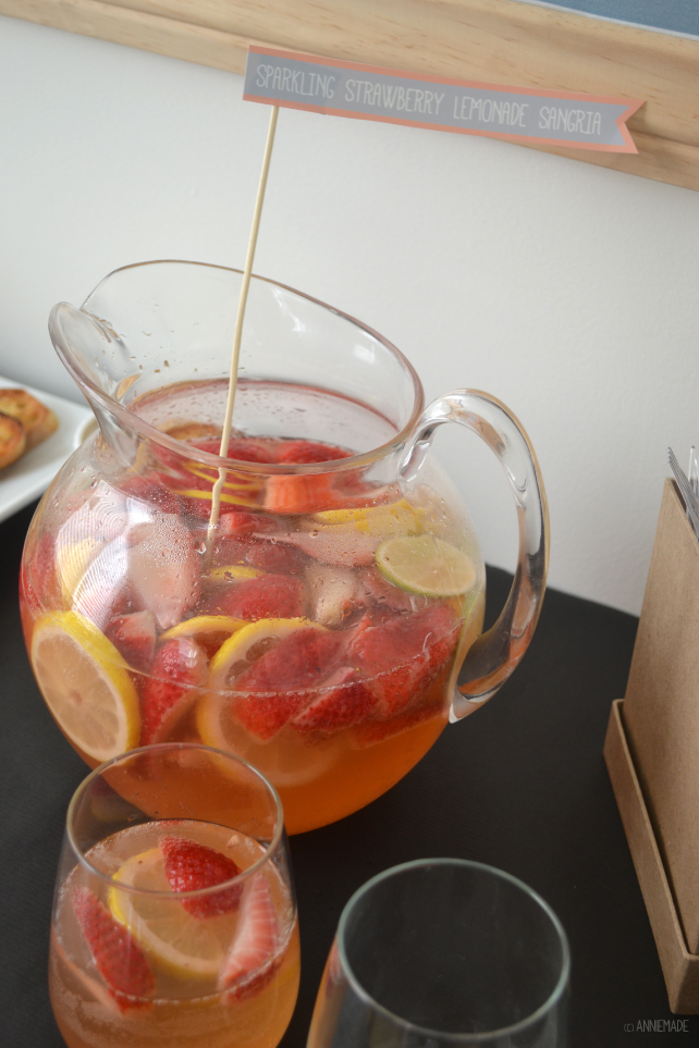 anniemade // Quick and easy recipe for crowd-pleasing Sparkling Strawberry Lemonade Sangria