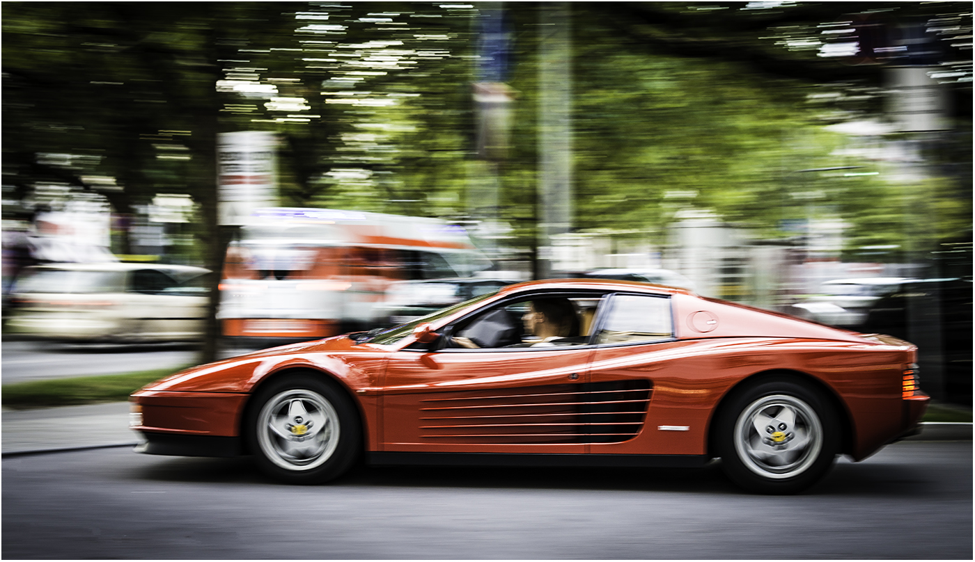 Ferrari Testerossa уходит в отрыв