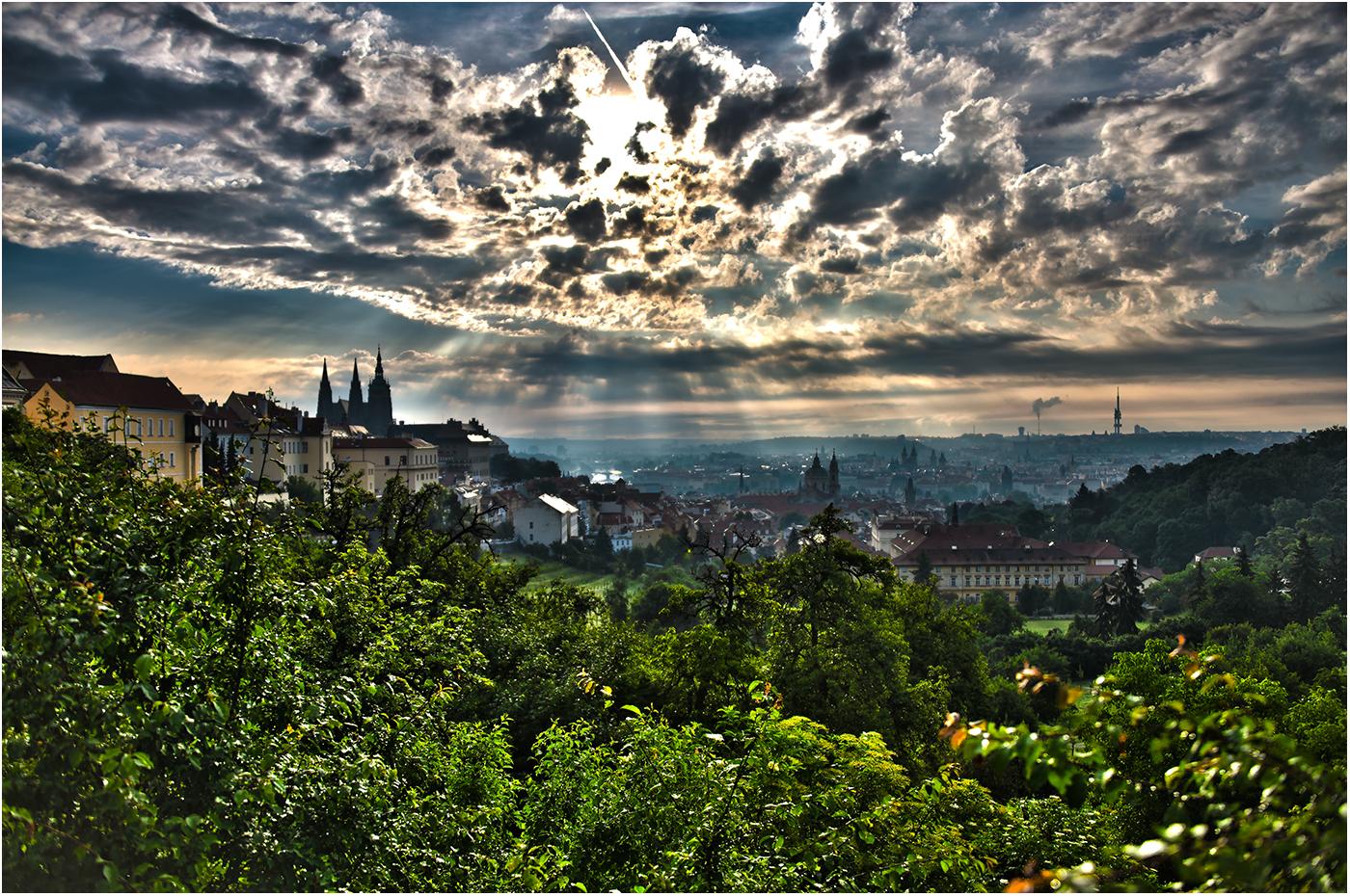 Утро приходит в чешскую столицу