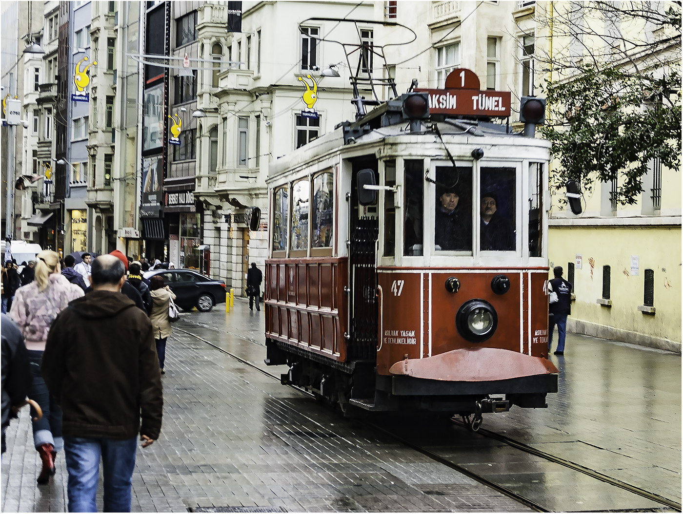 Исторический трамвай вернулся в Стамбул в декабре 1990 г.после отмены в 1966 г.