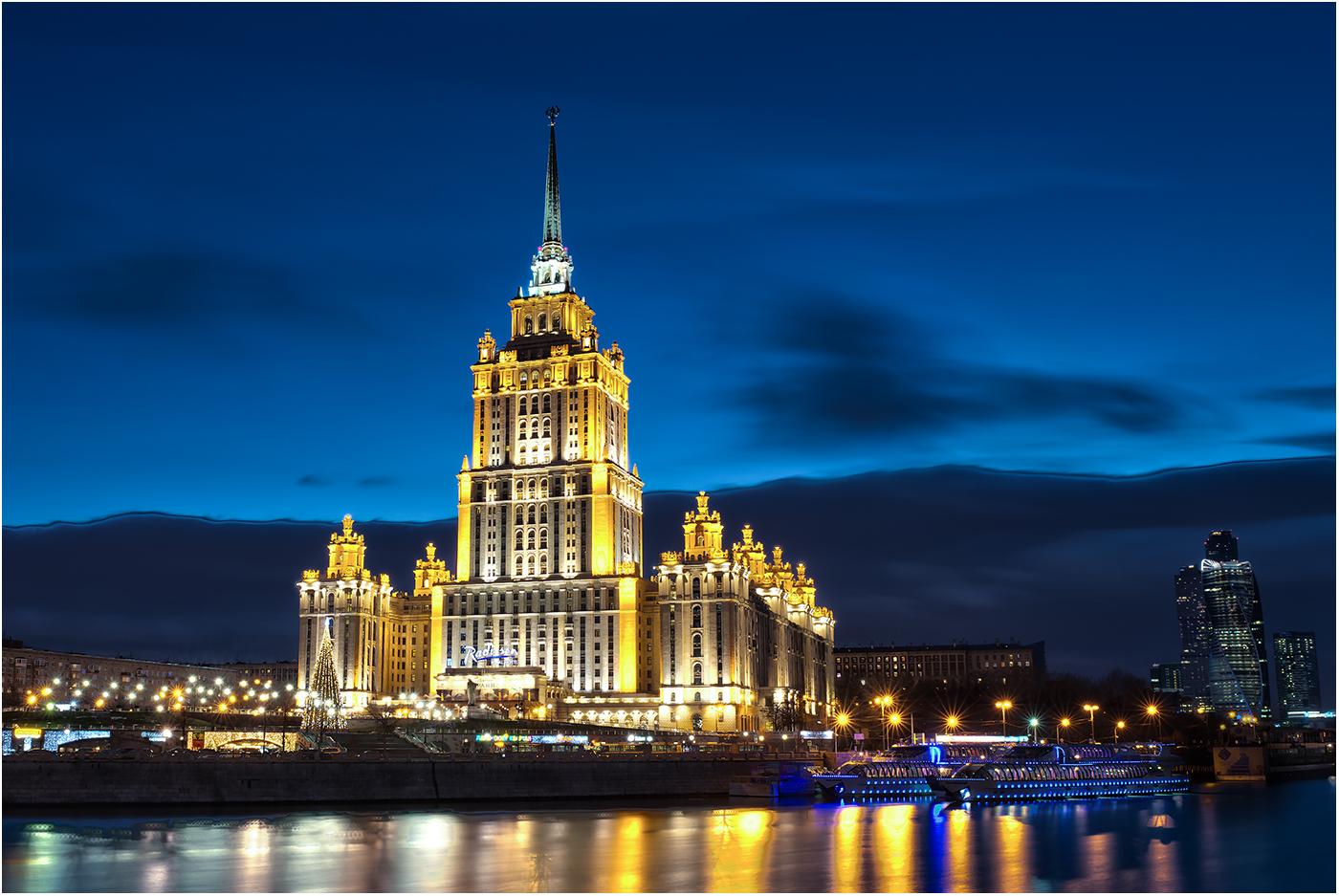 Место расположения гостиницы Украина в Москве безусловно известно всем, а вот точка съемки была определена при помощи сети