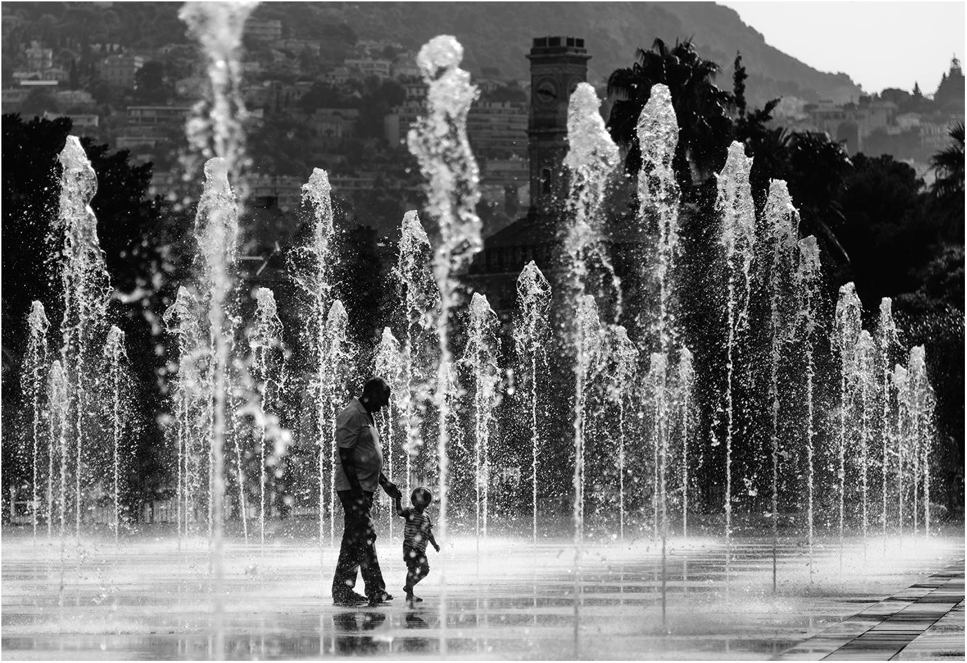 Погулять в фонтане - бесценно!