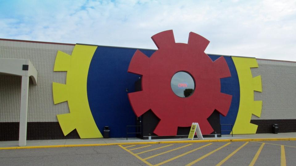 Big Thrill Factory - Lobby TV2.jpg