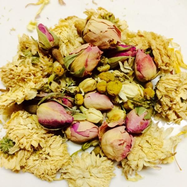 jasmine, chamomile, rose,chrysanthemum, calendula petals, bee balm petals